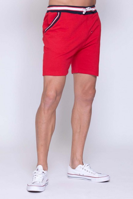 Short de jogging rouge...